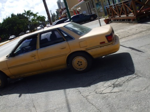 すれ違った車