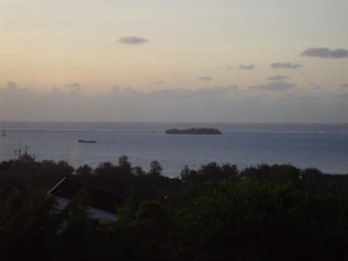 コーヒーケアから望むマニャガハ島