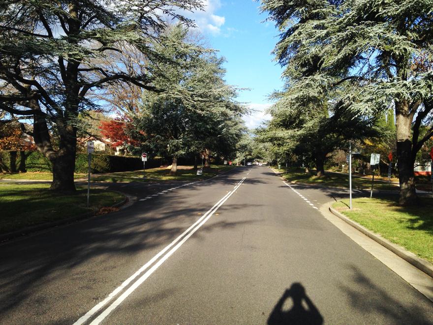 シドニーからブリスベン経由でバンダバーグへ移動する交通手段について