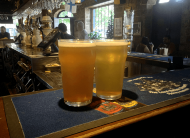 シドニー最古のパブ「ロードネルソンブリュワリーホテル」で自家製ビールを楽しむ[シドニーロックス]